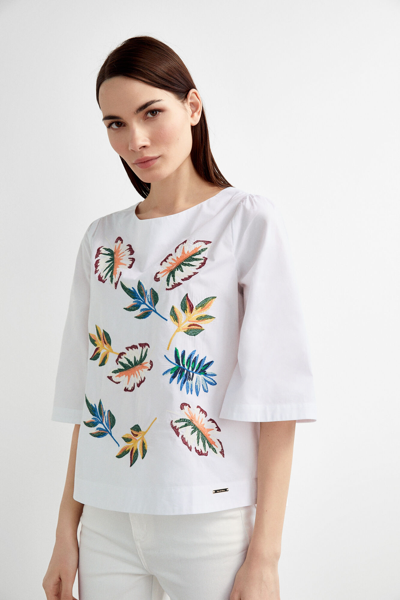 Leaf embroidered blouse