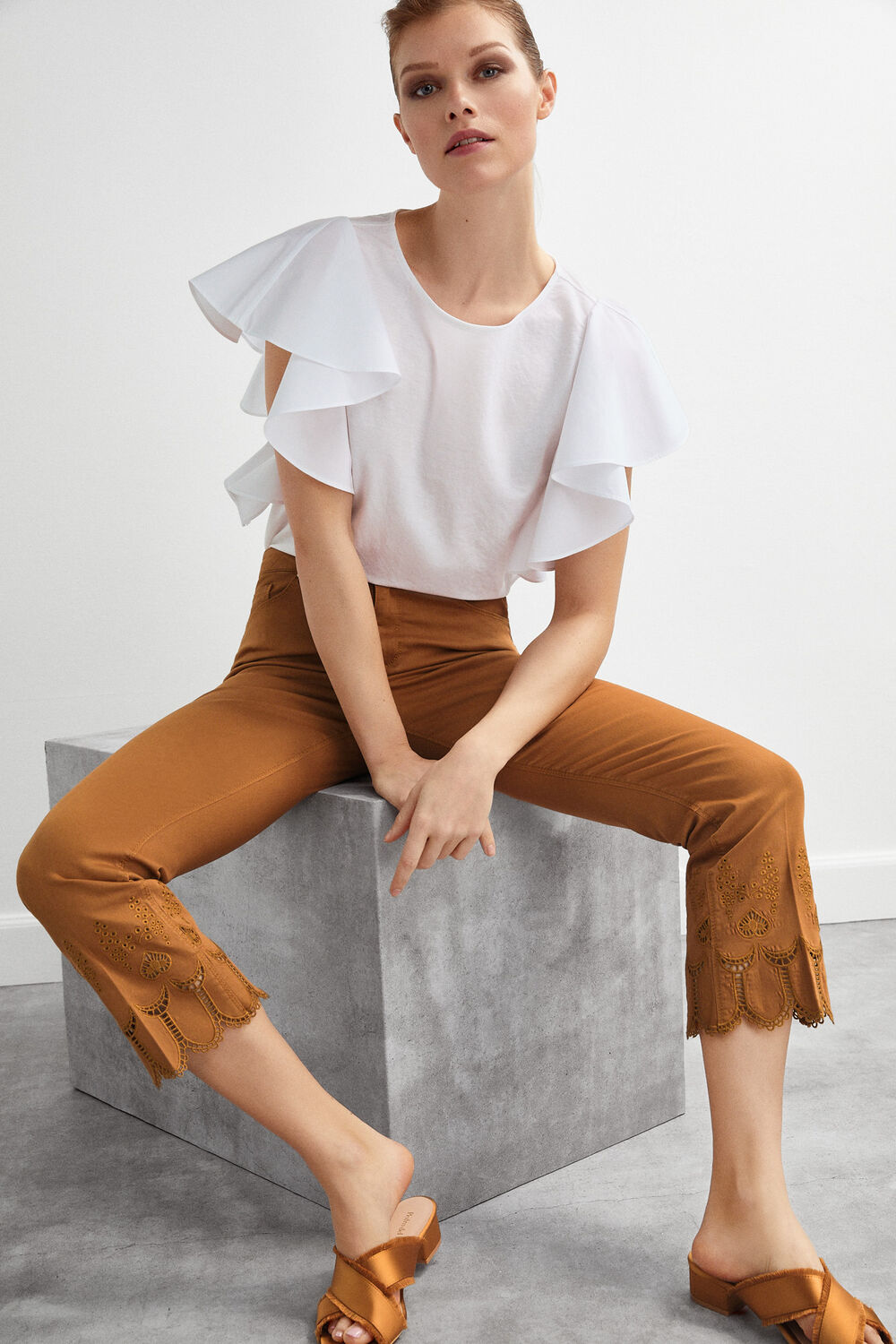 24599660 Pedro del Hierro 5-pocket embroidered trousers Beige