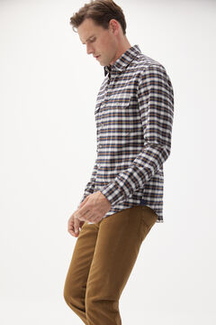 Oxford shirt, jeans and leather sneaker set